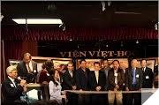 Hình lưu niệm  -  Khai-mạc chương-trình Tất-niên Bính-Thân 2016 & Triển-lãm Nhiếp-ảnh Viện Việt-Học (File: # 4.2)
